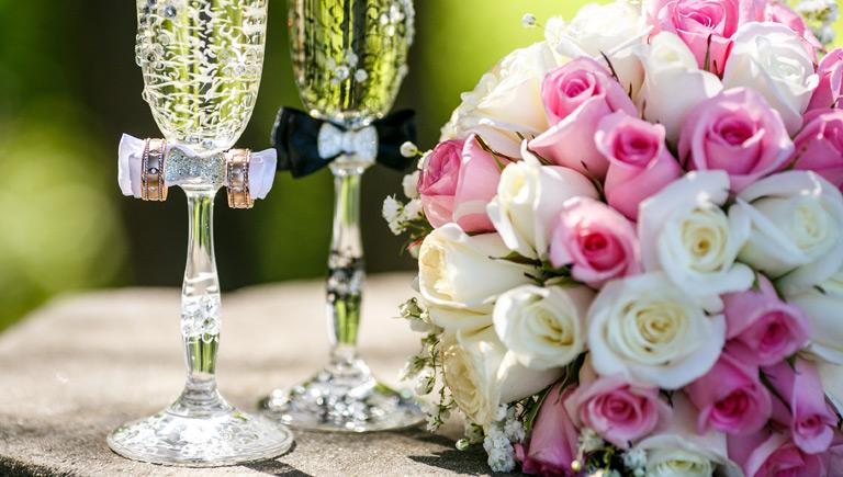 Mazzo di Rose e calici per matrimonio